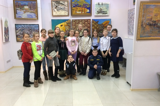 """Ученики нашей школы посетили выставку -""""Художники Приморья-80"""""""