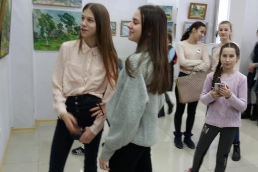 """Учащиеся нашей школы  посетили персональную выставку Н.М. Тимофеева """"Край глазами художника""""."""